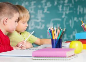 ŐSZI GYERMEKDIVAT  SZUPERHŐSÖK MINDEN MENNYISÉGBEN · Mitől rettegnek a  szülők iskolakezdéskor  2a0c266ae5